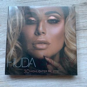 HUDA BEAUTY Pink Sands Edition Palette